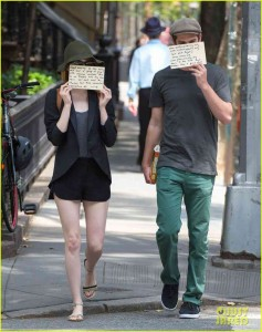 emma-stone-andrew-garfield-use-signs-to-raise-awareness-12